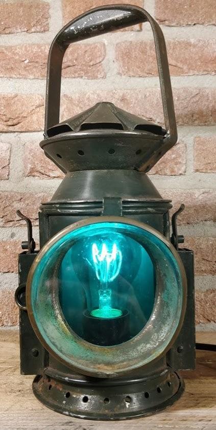 Brandend spoorweglamp met blauw glas van Wakefield uit birmingham