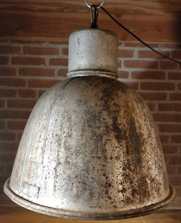 Mooie verrroeste hanglamp uit Tsjechië