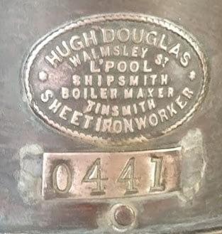 Hugh Douglas Logo uit Liverpool met nummer 0441