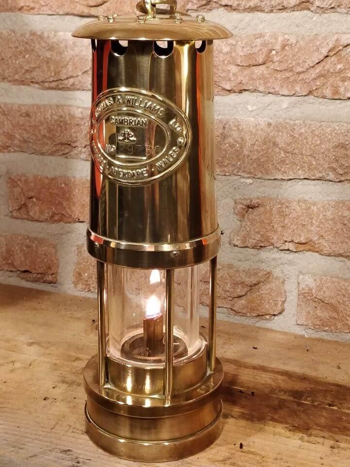Replica mijnlamp van E. Thomas & Williams uit Wales