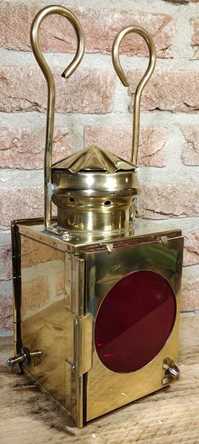 Seinlantaarn met mooi rood glas van J.A. van Dijk uit Utrecht