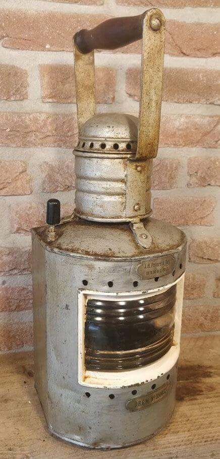 Lamp gemaakt door J.H. Peters & Bey