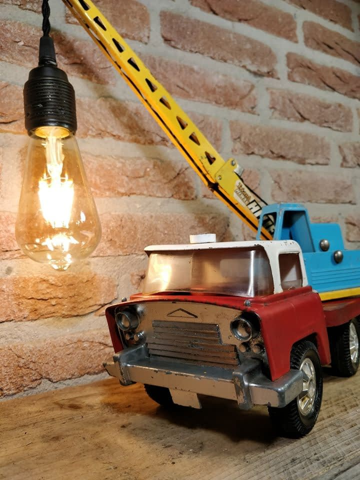 Tri Ang takelwagen welke omgetovert is tot een prachtige lamp