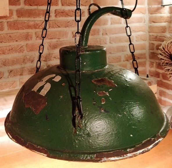 Scheepslading lamp met raster, ook wel een cargo cluster genoemdt