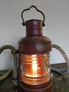 Mooie scheepslamp geproduceerd door Leeds Burton