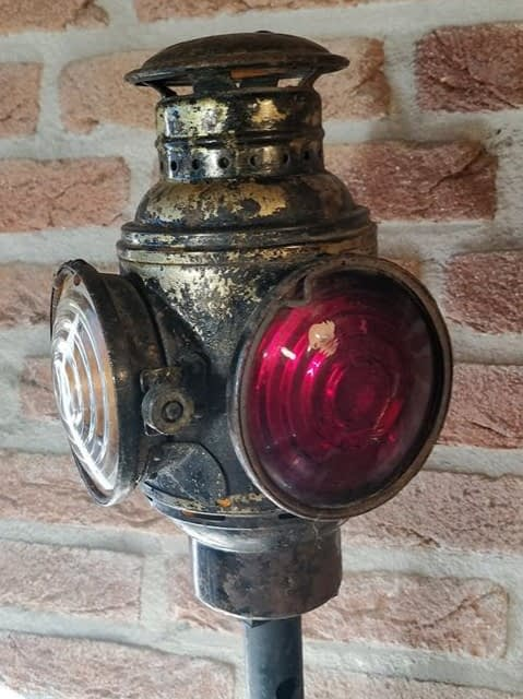Convoy Tail vrachtwagenlamp met rood en wit glas. Gemaakt door Dietz uit USA