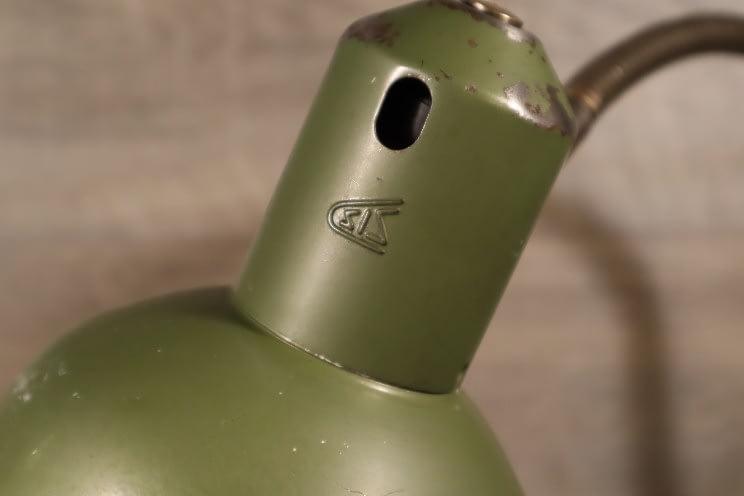 logo van SIS op groene kap