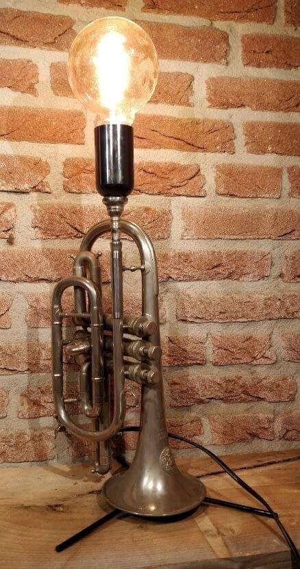 Lamp van een trompet