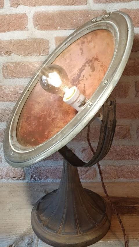 warmtelamp van Calor welke omgebouwd is tot tafellamp