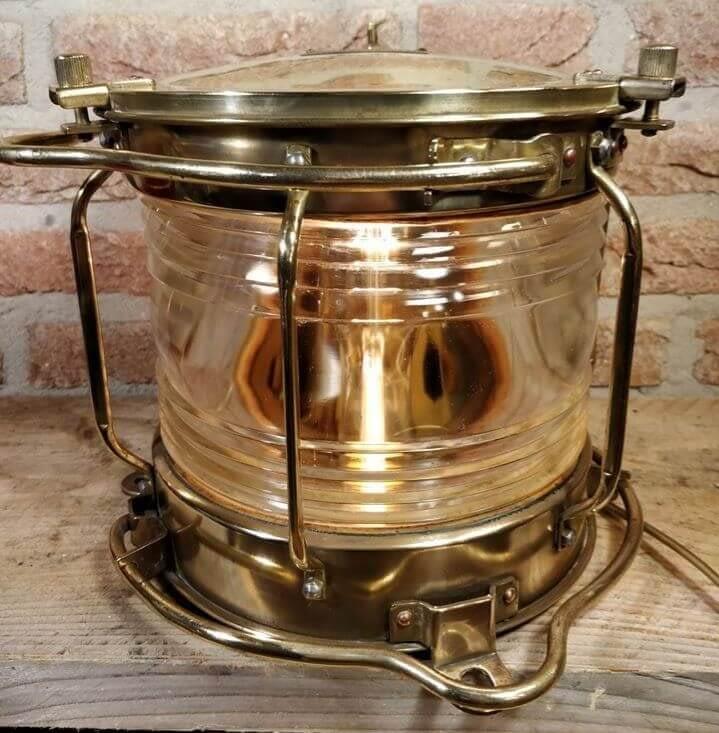 Een lamp geproduceerd door Nippon Sento Co. Ltd.