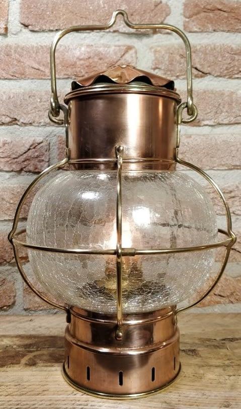 Bollamp met craquele glas en brandt op olie