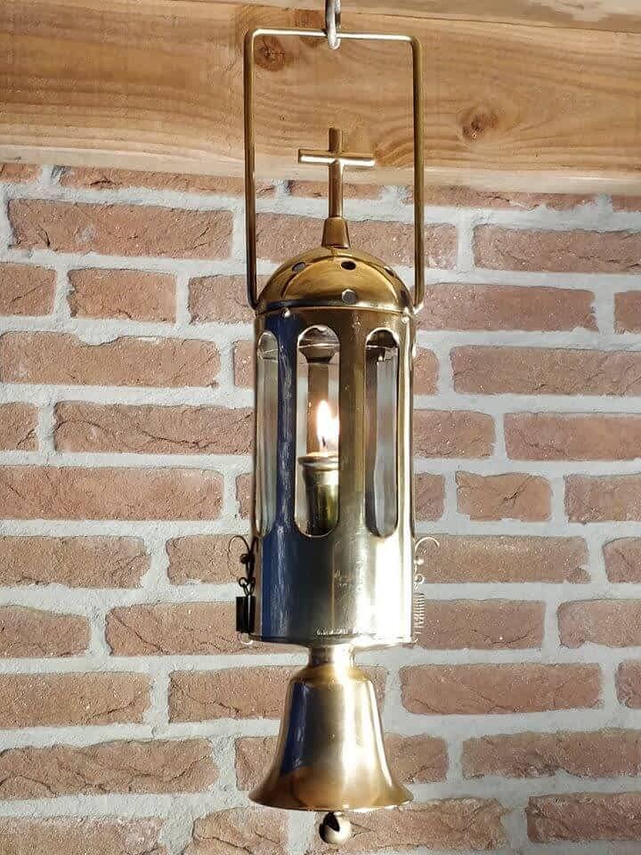 Rooms-katholieke bedienings lantaarn met bel