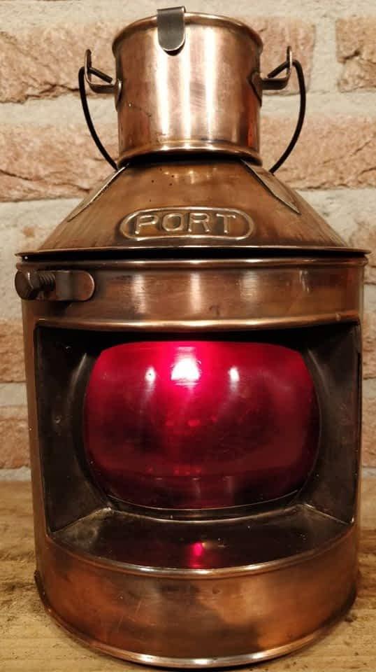 Koperen bakboord scheepslamp met mooi rood glas