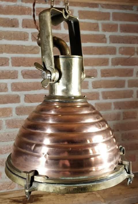Koperen scheepsdeklamp