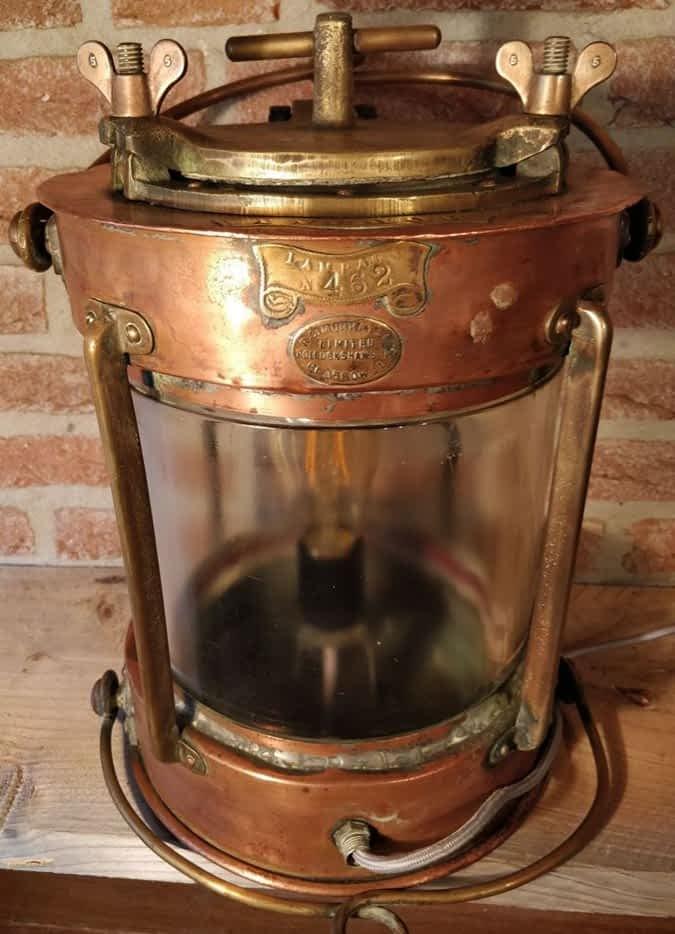 Prachtige ankerlicht van R.C. Murray & Co uit Glascow in Schotland